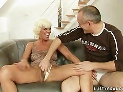 Hot granny getting her asshole fucked hard.