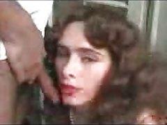 Ana Afonso apanhada a fazer um broche