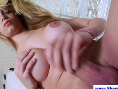 Blonde tranny cums after tugging he cock