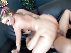 Big ass slut Flower Tucci sits on a dick