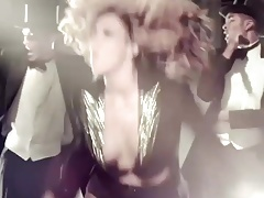 BEYONCE JIGGLY TITS OUT OF CONTROL