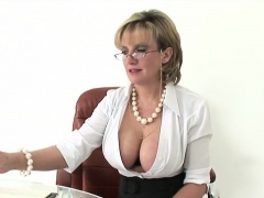 Cheating british mature lady sonia shows off her giant knock
