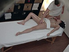 Massage parlor action with a very well and happy ending