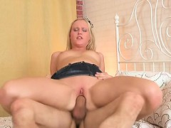 Sweetheart enjoys hardcore sex and gives a good blowjob