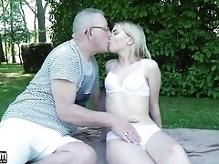 Hard Fuck In The Park