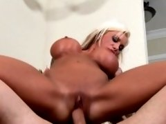 Hard core fucking session for older chick hungry for meat