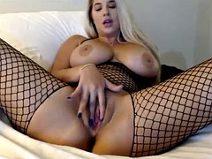 beautiful blonde rubbing pussy for free on cam