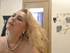 this buxom webcam model will make your heart melt and your libido rise bandicam 2018-11-21 23-54-05-291