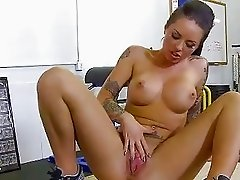 TheRealWorkout Tattooed big tits babe Christy Mack